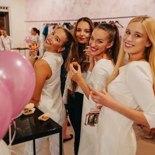 EHOSTESKA Pink Party